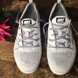 Women's Nike shoes 6.5sz barely worn